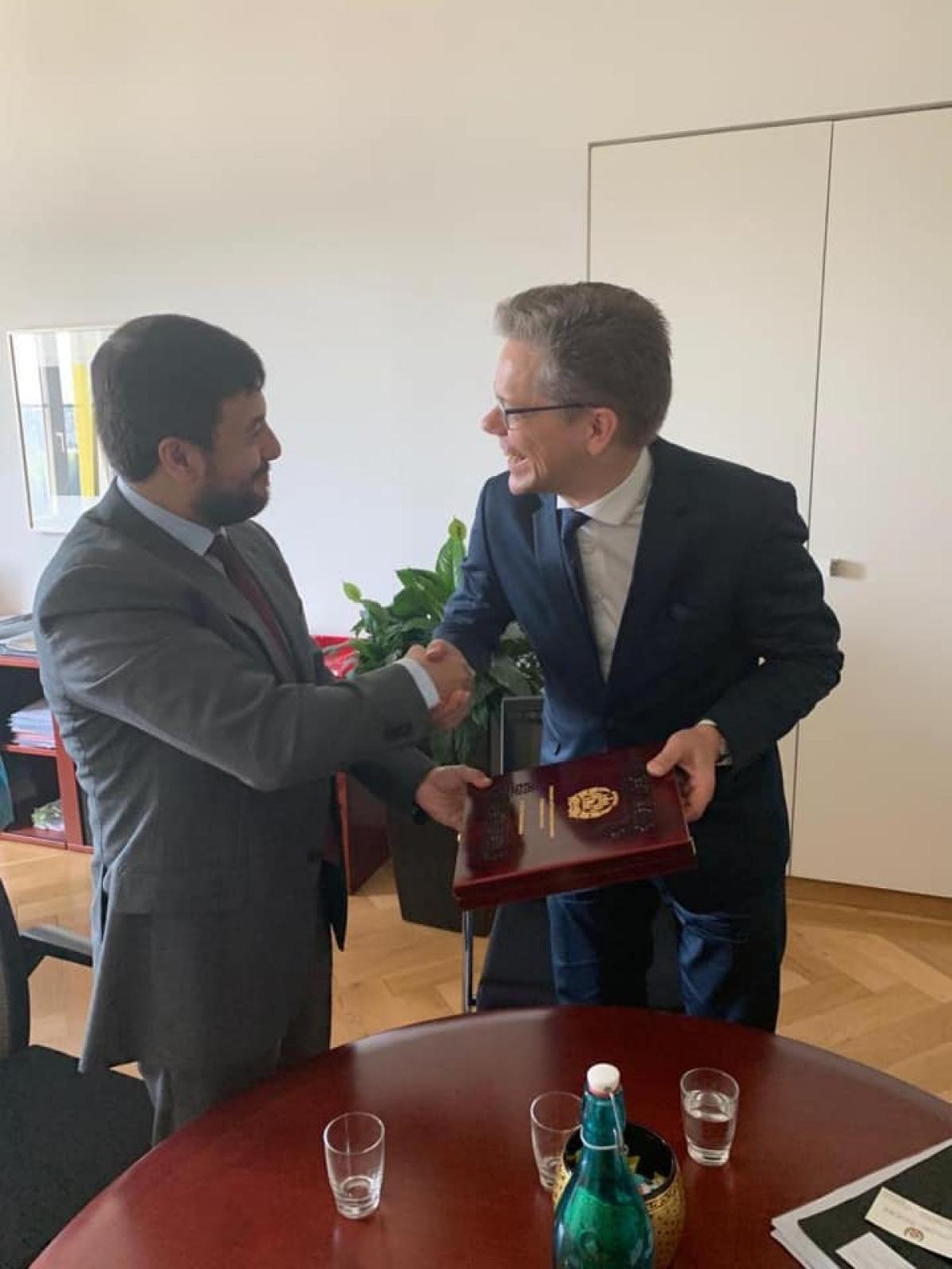 سفیر و نماینده دایمی افغانستان با رئیس امور آسیا پاسفیک وزارت امور خارجه سویس  دیدار نمود